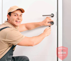 Our locksmith fixing lock in commercial building